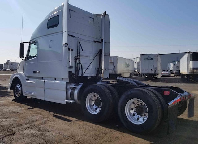 2011 VOLVO VNL 670 full